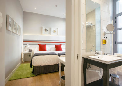 Habitación doble exterior Hotel Donostia-San Sebastián LegazpiDoce detalle 002
