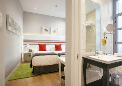 Habitación doble exterior Hotel Donostia-San Sebastián LegazpiDoce detalle 003