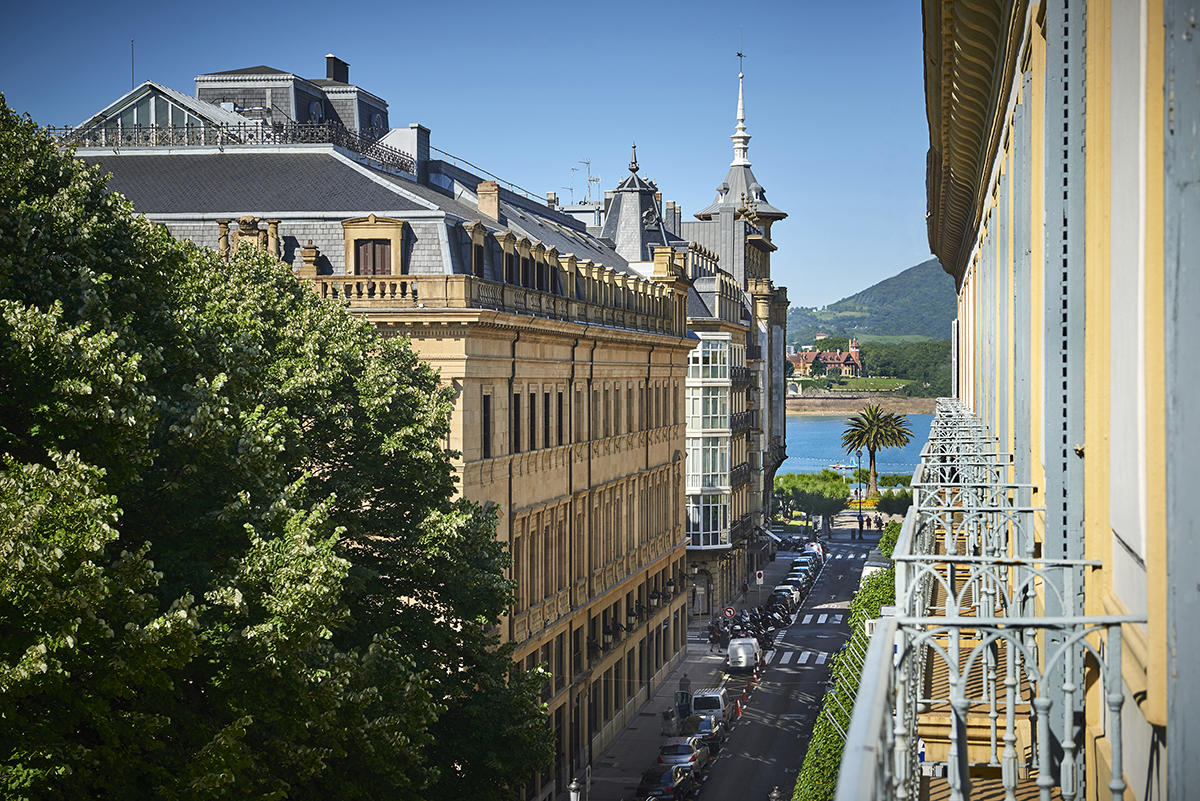 Exterior Studio Suites with balcony Hotel Donostia-San Sebastián Legazpidoce 001